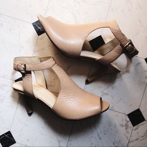 NINE WEST HEELED CUT OUT LEATHER BOOTIES 9.5 NUDE